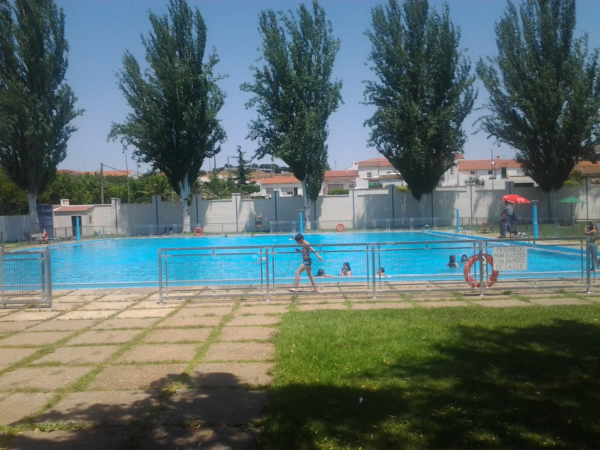 Abre sus puertas la piscina municipal for Piscina municipal de salt
