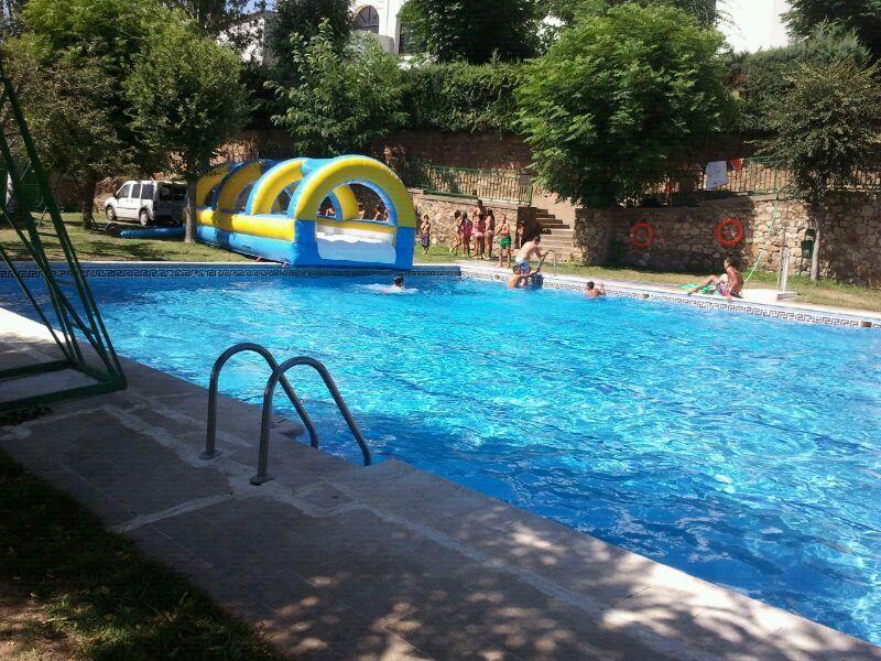 Vac an por la mitad la piscina municipal de calera de le n for Piscina municipal caceres